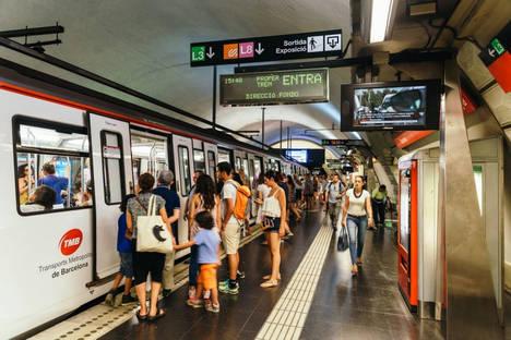 Los turistas consolidan el crecimiento del transporte público en agosto