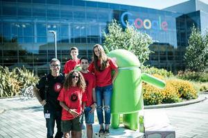 El equipo ganador de la 2ª edición en la sede de Google.