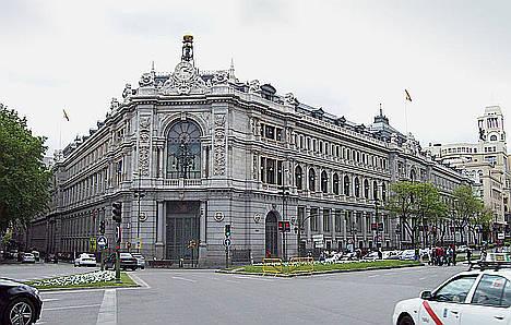 Enpieza la restauración integral de la fachada del edificio del Banco de España en Cibeles