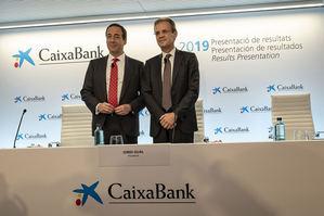 Jordi Gual, presidente de CaixaBank, y Gonzalo Gortázar, consejero delegado, en la presentación de resultados del ejercicio 2019.