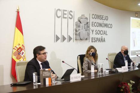 El CES pide reforzar el diálogo social para evitar un 'boom' de jóvenes parados de larga duración