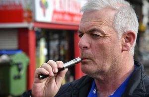 El cigarrillo electrónico cumple 55 años consolidado como una herramienta efectiva en la lucha contra el tabaquismo