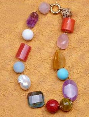 El color y la variedad de materiales protagonizan las colecciones de la nueva edición de BISUTEX