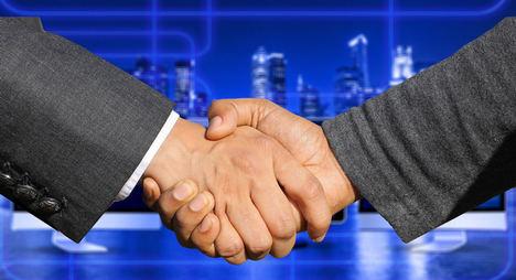 La importancia de contratar comerciales en verano para la recuperación económica en septiembre