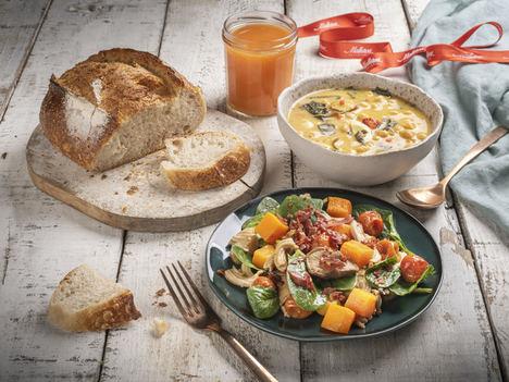 ¿Qué comer después del embarazo? Deliveroo y Pastelería Mallorca homenajean a las mamás recientes con una cesta especial para ellas