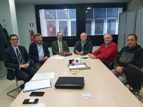 Asociaciones de limpieza y sindicatos constituyen en Cantabria una Mesa Sectorial para acabar con la competencia desleal en este sector