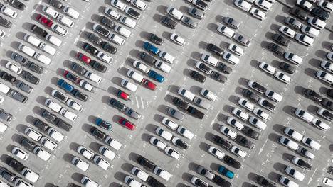 La desaparición del coche tradicional en los plazos que marca la nueva ley exige que las ventas de coches eléctricos aumenten un 13.500%