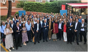 Foto de familia de los directores presentes en el SummerAfterWork celebrado en el EAE Business School.