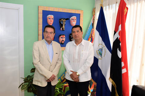 Carlos Antonio Midence, Embajador de Nicaragua en España (dcha.) y Joaquin Ríus, editor de economiadehoy.es