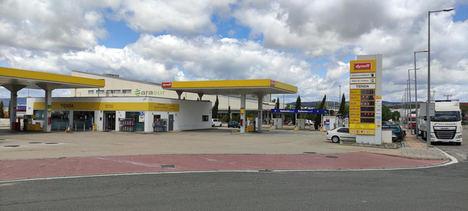 Elefante Azul transforma el centro de lavado de la gasolinera Dyneff Arasur y amplía su red de franquicias