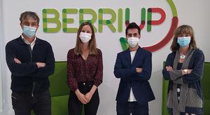 De izqda. a dcha.: Pedro Muñoz-Baroja, Director de EASO VC, Silvia Romero y Alberto Aznar, Cofundadores de Beseif, y Patricia Casado, Directora de BerriUp.