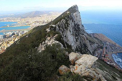 España firma con el Reino Unido un Tratado fiscal sobre Gibraltar