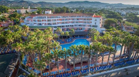 La plantilla del Hotel Marbella Playa anuncia movilizaciones para reclamar la apertura de este establecimiento hotelero