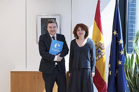 María Peña, consejera delegada de ICEX España Exportación e Inversiones, junto a Germán Granda, director general de Forética.
