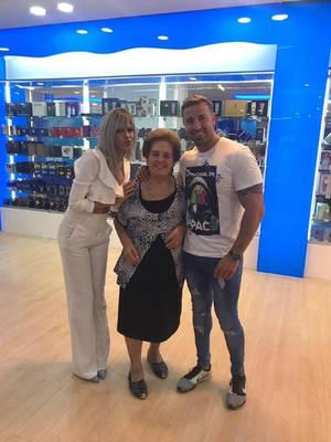 Espectacular inauguración de Perfumerias Arcas con Ylenia y Rafa Mora en la localidad de Petrer (Alicante)