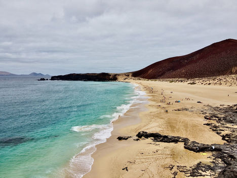El turismo nacional dispara las conexiones por aire con Canarias