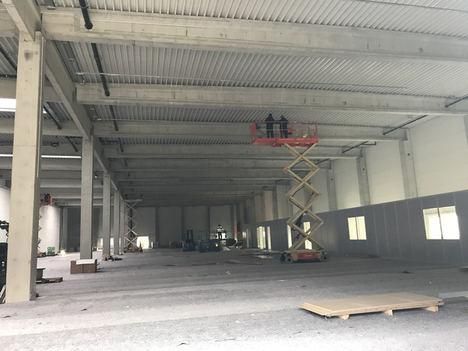 El interior del futuro centro de distribución de Leuze. El proyecto de construcción va según el calendario previsto.