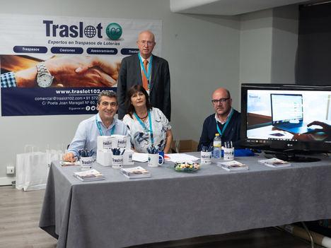 Traslot 102 es una exitosa empresa, con siete años de experiencia, formada por un equipo de expertos en compraventa o traspaso de administraciones de lotería.