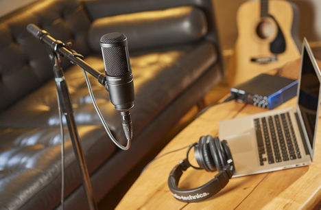 Audio-Technica celebra un millón de ventas del micrófono AT2020