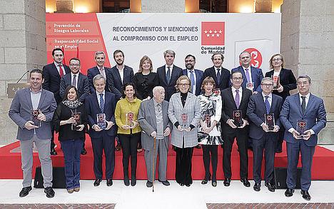 Ángel Garrido, con los galardonados.
