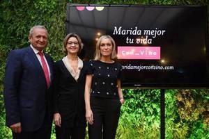Ángel Villafranca, Presidente de la OIVE, Isabel García Tejerina, Ministra de Agricultura y Pesca, Alimentación y Medio Ambiente y Luján Argüelles, presentadora.