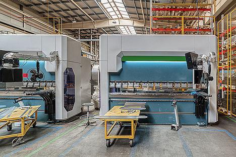 Un número cada vez mayor de fabricantes de prensas plegadoras está desarrollando máquinas con sistemas de accionamiento eléctrico.