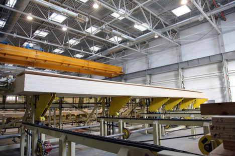 Las cargas de impacto y las vibraciones son frecuentes en las plantas de carpintería.