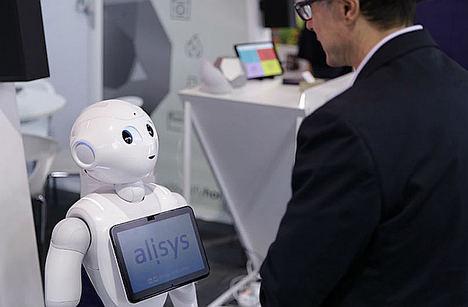 Presentarán en el MWC19 el primer robot que lee los datos del DNI y los registra en blockchain