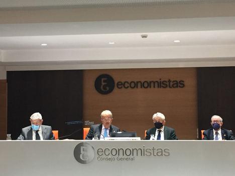 Presentación del libro, de izda. a dcha.: José María Casado, Juan Ramón Cuadrado, Valentín Pich y Lorenzo Lara.