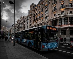 Un laboratorio insta a proteger de COVID el transporte público
