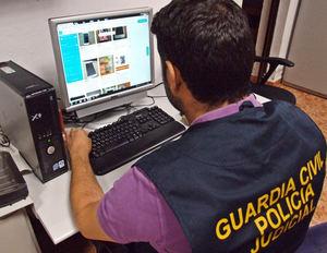 La Guardia Civil desmantela un grupo criminal especializado en estafas con la venta de teléfonos por Internet