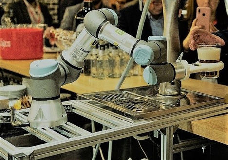 El primer robot camarero, cocinero o asistente para bares y restaurantes en España