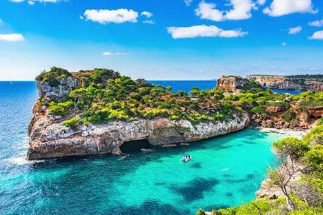 Top 5 de playas españolas solo accesibles en barco
