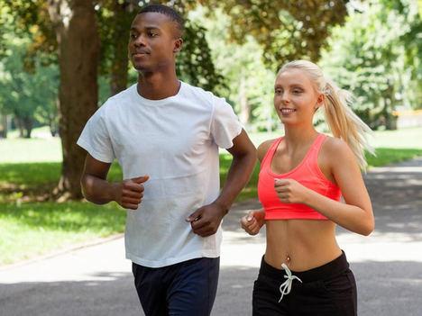 Cómo mantener una rutina deportiva y alimentaria en verano
