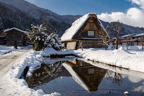Shirakawa-go, una de las postales más características del invierno japonés
