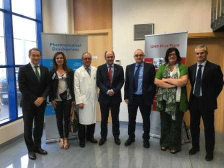 Manu Ayerdi, vicepresidente de Desarrollo Económico del Gobierno de Navarra visita las instalaciones de Idifarma