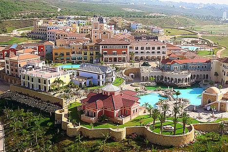 Vacaciones en un pueblo mediterráneo con los servicios de un hotel de lujo