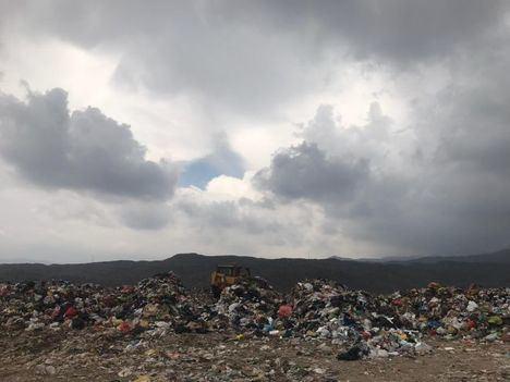 La consultora industrial INIZIA firma los contratos para la construcción de plantas de tratamiento de residuos en siete municipios de Perú