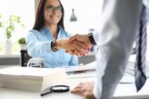 Adquirir una vivienda propiedad de las entidades financieras vía crédito: ¿qué ventajas conlleva la cesión de remate?